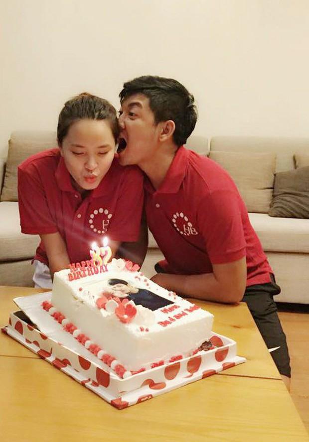 Hải Băng khoá môi Thành Đạt cực lãng mạn trong ngày sinh nhật tròn 35 tuổi của chồng - Ảnh 2.