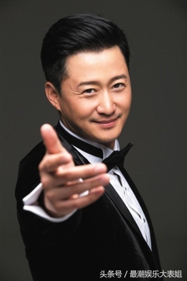 100 mỹ nam điển trai nhất châu Á: Song Joong Ki đứng ở vị trí nào cạnh BTS - Ngô Diệc Phàm? - Ảnh 1.