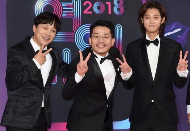 Ai chat với Jung Joon Young cũng bị scandal vạ lây, cứ đà này các nam nghệ sĩ Hàn Quốc sẽ giải nghệ hết mất thôi - Ảnh 4.