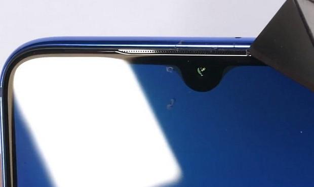 Thử thách độ bền Xiaomi Mi 9 với dao, lửa và dùng tay bẻ cong: Xứng đáng là một siêu phẩm cao cấp - Ảnh 3.