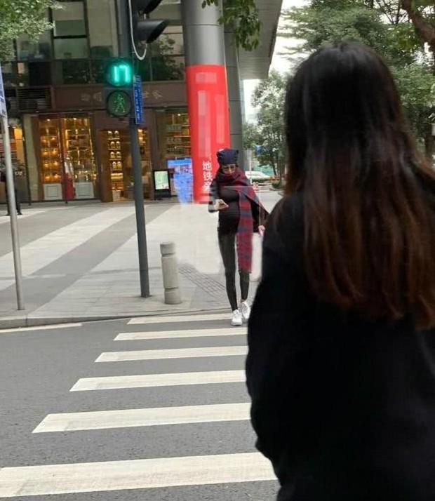 Vòng 2 nhỏ bất ngờ, Trương Hinh Dư đã bí mật sinh con sau khi lộ ảnh đi chơi cùng ông xã? - Ảnh 1.