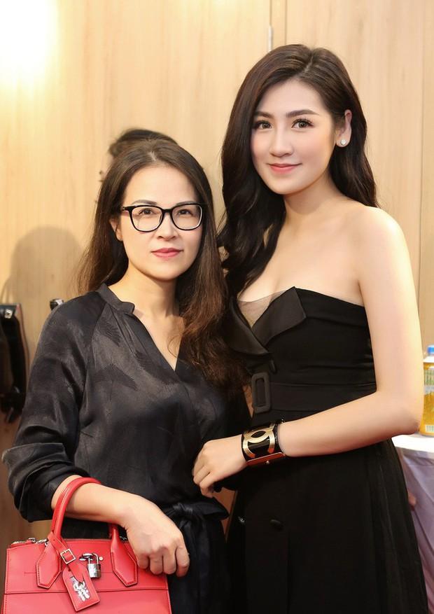 Nhan sắc mẹ mỹ nhân Việt: Người bị lầm tưởng chị em ruột vì quá trẻ, người xinh đẹp không kém gì con gái - Ảnh 2.