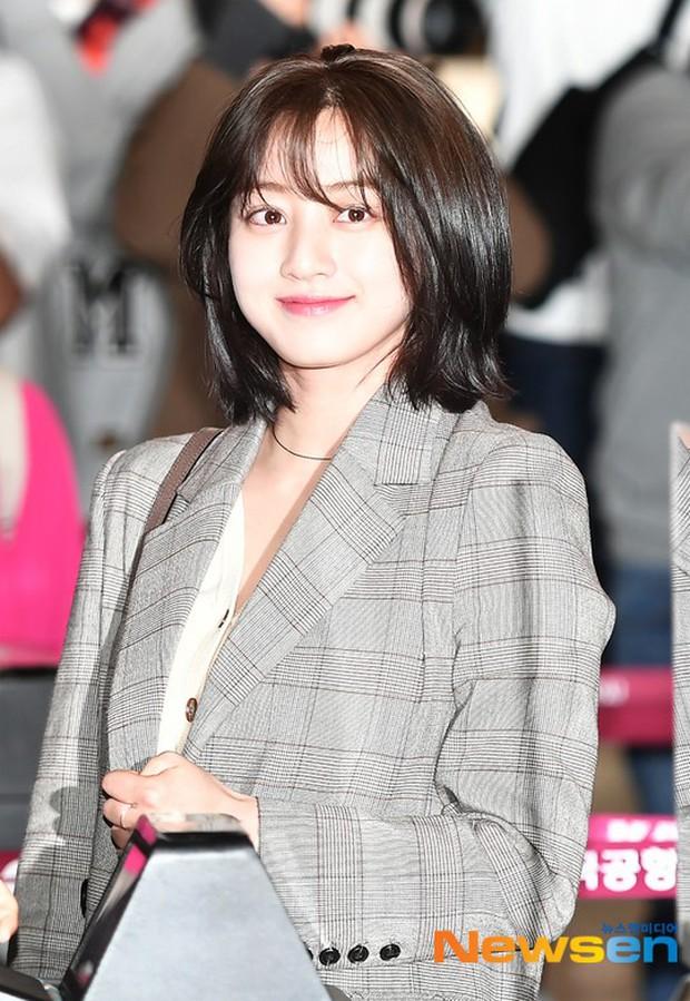 Bị tung ảnh nóng giả vì bê bối chatroom của Seungri, Jihyo (TWICE) uất đến mức bật khóc luôn tại sân bay hôm nay - Ảnh 6.