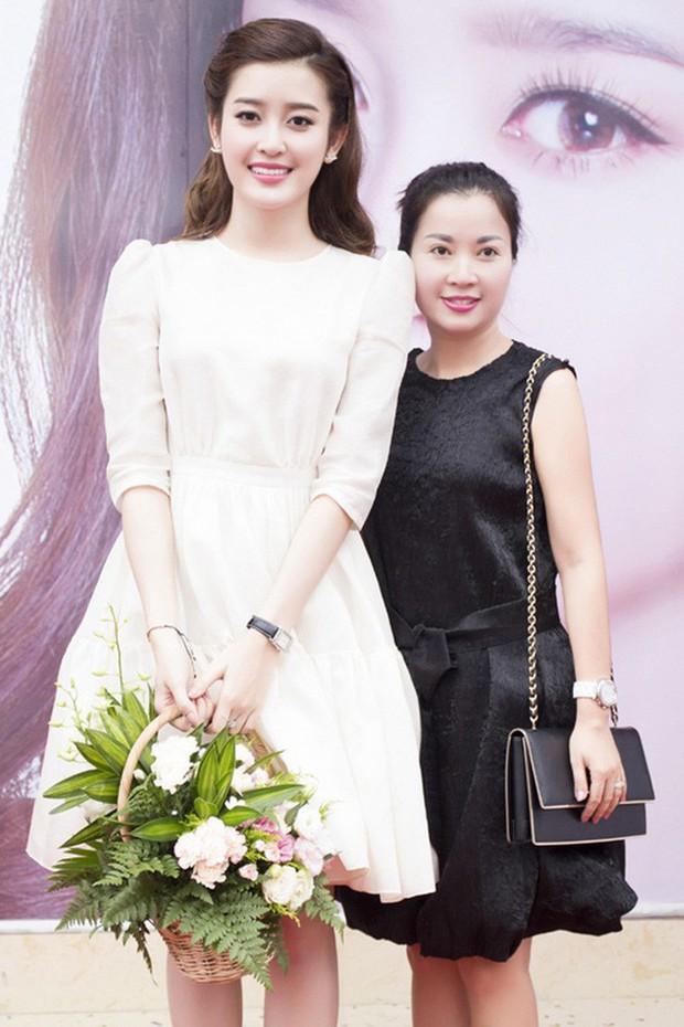Nhan sắc mẹ mỹ nhân Việt: Người bị lầm tưởng chị em ruột vì quá trẻ, người xinh đẹp không kém gì con gái - Ảnh 4.