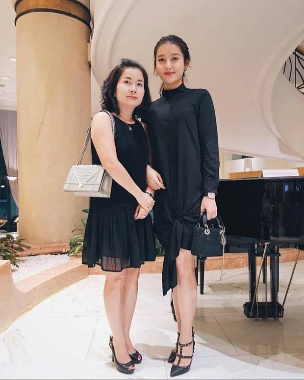 Nhan sắc mẹ mỹ nhân Việt: Người bị lầm tưởng chị em ruột vì quá trẻ, người xinh đẹp không kém gì con gái - Ảnh 5.