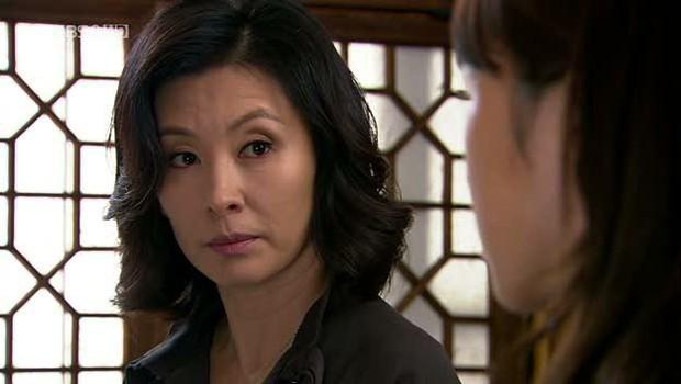 Trước khi dính líu tới vụ tự tử của sao nữ Vườn Sao Băng, quý bà Lee Mi Sook gây sốc từ sự nghiệp đến đời tư - Ảnh 7.