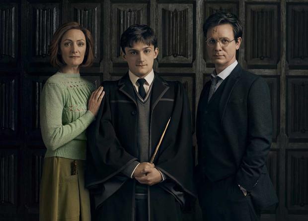 Fan Harry Potter nổi nóng vì lâu lâu J. K. Rowling lại hé lộ một chi tiết chẳng ai mong muốn - Ảnh 1.