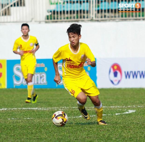 Top 5 tài năng trẻ triển vọng của Hà Nội FC hứa hẹn thay thế Quang Hải, Văn Hậu trong tương lai - Ảnh 2.