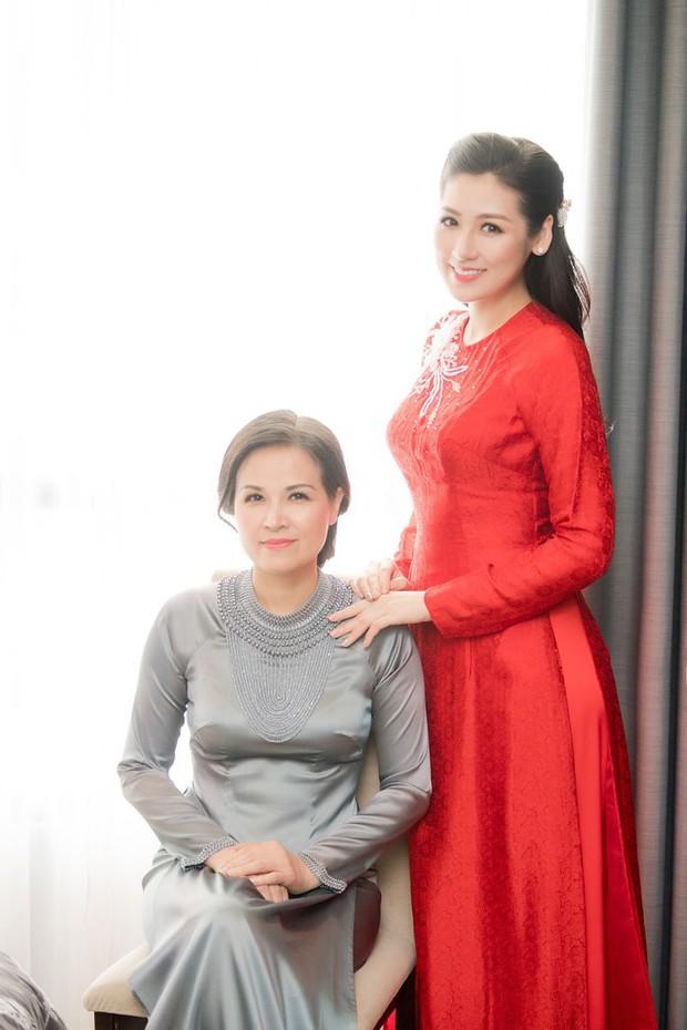 Nhan sắc mẹ mỹ nhân Việt: Người bị lầm tưởng chị em ruột vì quá trẻ, người xinh đẹp không kém gì con gái - Ảnh 1.