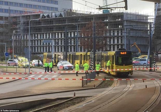 Xả súng ở Hà Lan: 3 người chết, 9 người bị thương, cảnh sát vẫn đang truy tìm thủ phạm - Ảnh 1.