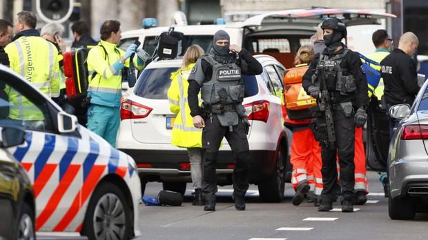 Xả súng ở Hà Lan: 3 người chết, 9 người bị thương, cảnh sát vẫn đang truy tìm thủ phạm - Ảnh 2.