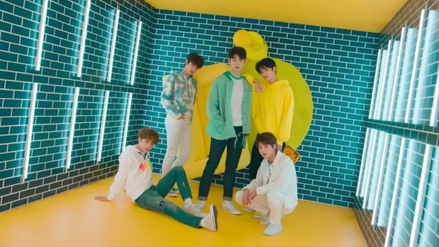 SNSD, BIGBANG ra chuồng gà; BTS, EXO, BLACKPINK, Red Velvet lại góp mặt đủ trong danh sách Bài hát của thập kỷ hay nhất Kpop theo từng năm? - Ảnh 19.