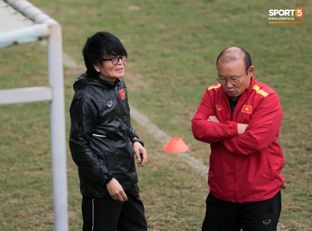 HLV Park Hang-seo cậy nhờ thần y chữa trị cho Đình Trọng trước thềm vòng loại U23 châu Á 2020 - Ảnh 4.