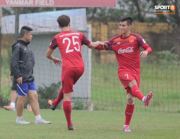 HLV Park Hang-seo cậy nhờ thần y chữa trị cho Đình Trọng trước thềm vòng loại U23 châu Á 2020 - Ảnh 8.