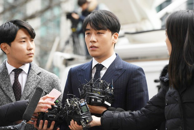 Vì một hành động, Seungri bị nghi lén lút xóa bằng chứng móc nối với cảnh sát cấp cao trong chatroom chấn động - Ảnh 2.