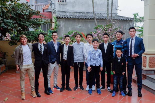11 anh em trai quyết hóa trang giả gái hát trong đám cưới để thỏa ao ước có cháu gái của bà ngoại vì cả nhà toàn cháu trai - Ảnh 5.