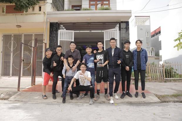11 anh em trai quyết hóa trang giả gái hát trong đám cưới để thỏa ao ước có cháu gái của bà ngoại vì cả nhà toàn cháu trai - Ảnh 7.