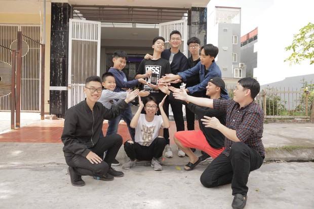 11 anh em trai quyết hóa trang giả gái hát trong đám cưới để thỏa ao ước có cháu gái của bà ngoại vì cả nhà toàn cháu trai - Ảnh 6.