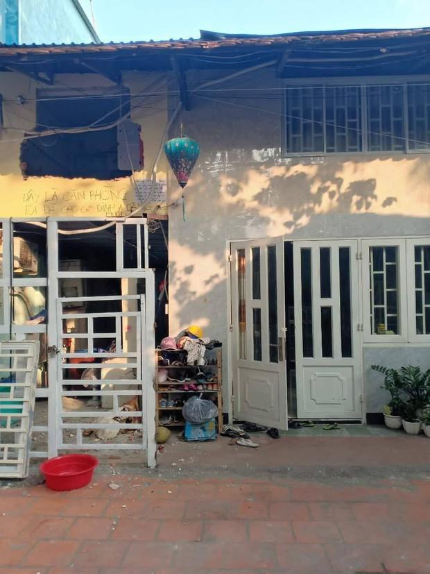 """TP. HCM: Cả gia đình """"kêu cứu"""" vì vô cớ bị đập phá nhà, lập hàng rào """"nhốt"""" - Ảnh 1."""