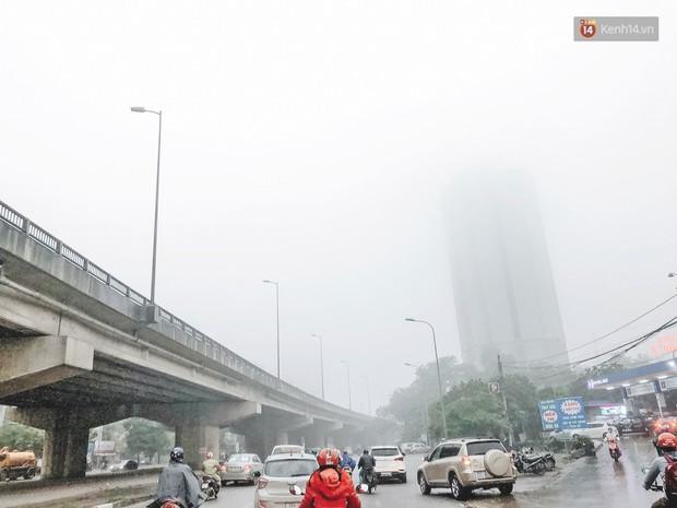 Ảnh: Hà Nội xuất hiện sương mù từ sáng sớm, ví như Sapa thu nhỏ - Ảnh 2.