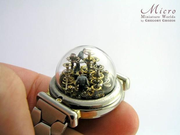 Nghệ sĩ này đem cả thế giới tí hon vào những chiếc đồng hồ cũ hỏng, kết quả ngoài cả sức tưởng tượng! - Ảnh 8.