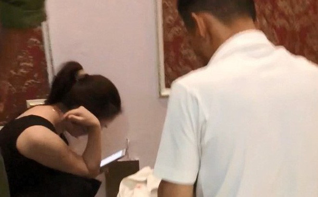 Công an Bình Thuận thông tin vụ cô giáo bị tố vào nhà nghỉ với nam sinh lớp 10: Không có căn cứ xác định cô - trò có quan hệ tình dục - Ảnh 1.