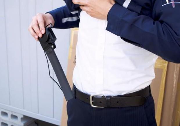 Trời nồm ẩm người Nhật làm gì? Dùng máy sấy nhét trong quần để luôn khô thoáng dễ chịu - Ảnh 3.