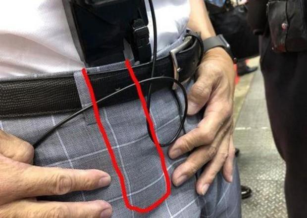 Trời nồm ẩm người Nhật làm gì? Dùng máy sấy nhét trong quần để luôn khô thoáng dễ chịu - Ảnh 4.