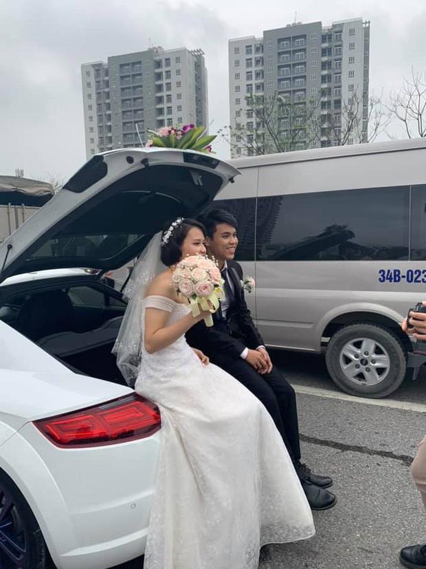 Góc lạc quan: Cô dâu chú rể cùng quan viên 2 họ rủ nhau xuống đường chụp ảnh trong lúc chờ hết ùn tắc - Ảnh 4.