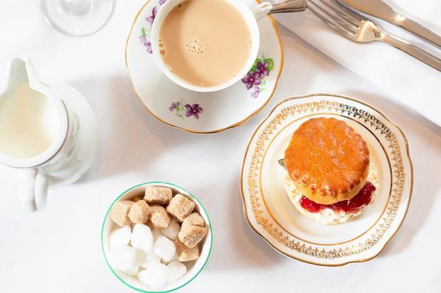Không chỉ beefsteak, cả trà chiều kiểu Anh cũng có biết bao nhiêu thuật ngữ mà hội mê uống trà cần phải biết - Ảnh 2.