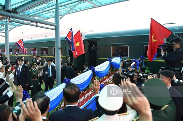 Ông Kim Jong-un vẫy tay tạm biệt và cảm ơn Việt Nam, lên tàu bọc thép trở về Triều Tiên - Ảnh 32.