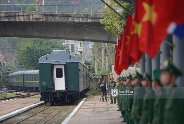 Ông Kim Jong-un vẫy tay tạm biệt và cảm ơn Việt Nam, lên tàu bọc thép trở về Triều Tiên - Ảnh 33.