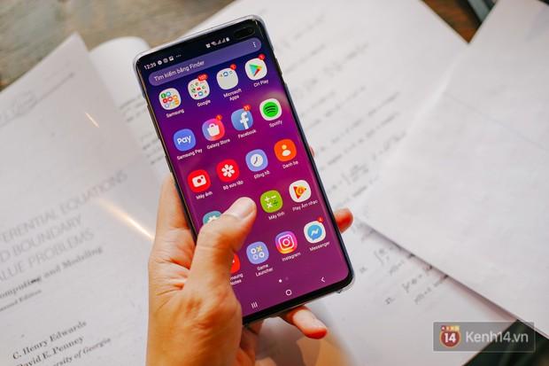 Mở hộp Galaxy S10+ chính thức tại Việt Nam: Thiết kế cực đẹp, 3 camera sau, cảm biến vân tay dưới màn hình - Ảnh 17.