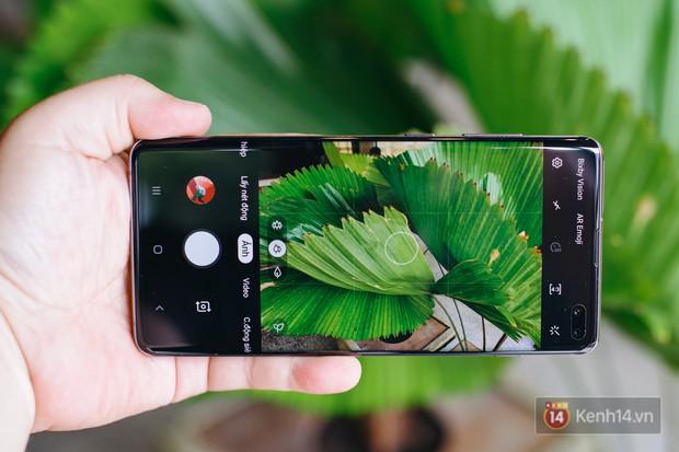 Mở hộp Galaxy S10+ chính thức tại Việt Nam: Thiết kế cực đẹp, 3 camera sau, cảm biến vân tay dưới màn hình - Ảnh 14.