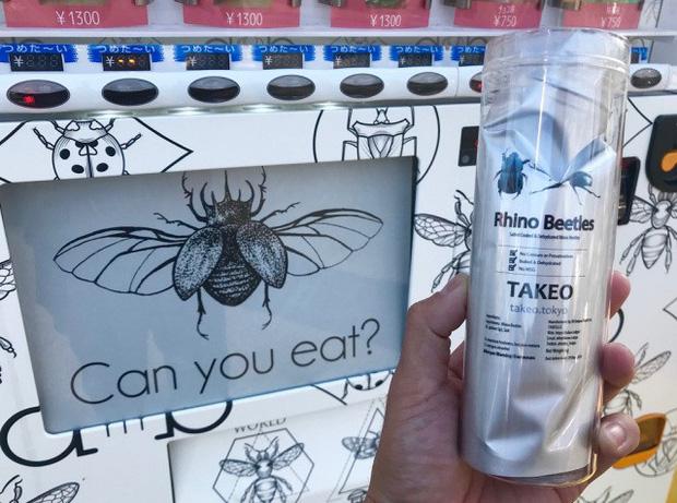Ăn thử bọ lực sĩ rang muối trong máy bán côn trùng ở Nhật và cái kết sạn mồm - Ảnh 4.