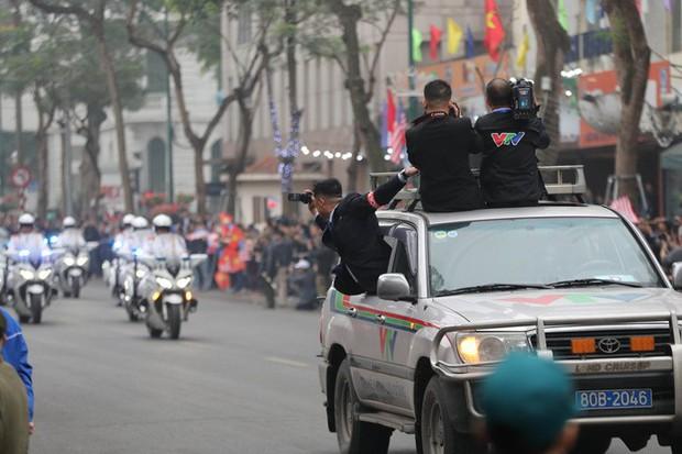 Soi đồ nghề của phóng viên Triều Tiên tháp tùng Chủ tịch Kim Jong-un - Ảnh 11.