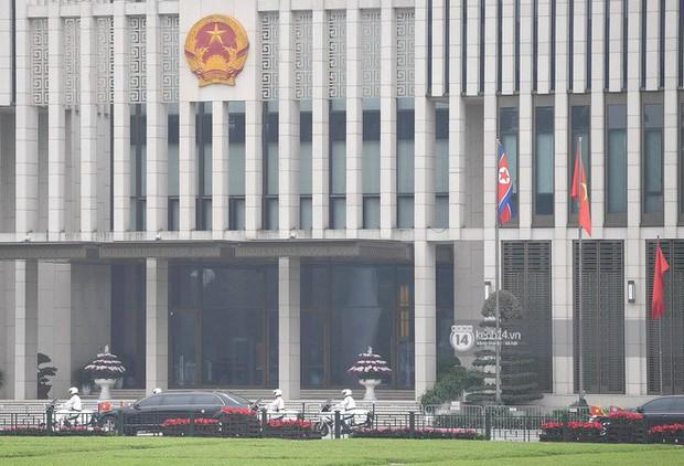 Chủ tịch Triều Tiên Kim Jong-un đến viếng đài tưởng niệm các Anh hùng, Liệt sĩ và lăng Chủ tịch Hồ Chí Minh - Ảnh 12.