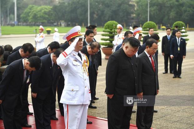 Chủ tịch Triều Tiên Kim Jong-un đến viếng đài tưởng niệm các Anh hùng, Liệt sĩ và lăng Chủ tịch Hồ Chí Minh - Ảnh 17.