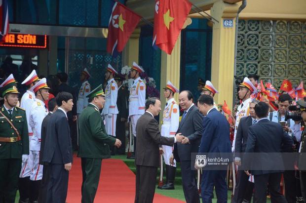 Ông Kim Jong-un vẫy tay tạm biệt và cảm ơn Việt Nam, lên tàu bọc thép trở về Triều Tiên - Ảnh 22.