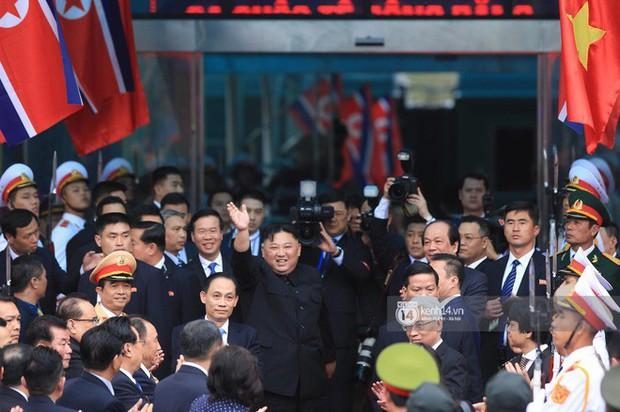 Ông Kim Jong-un vẫy tay tạm biệt và cảm ơn Việt Nam, lên tàu bọc thép trở về Triều Tiên - Ảnh 26.