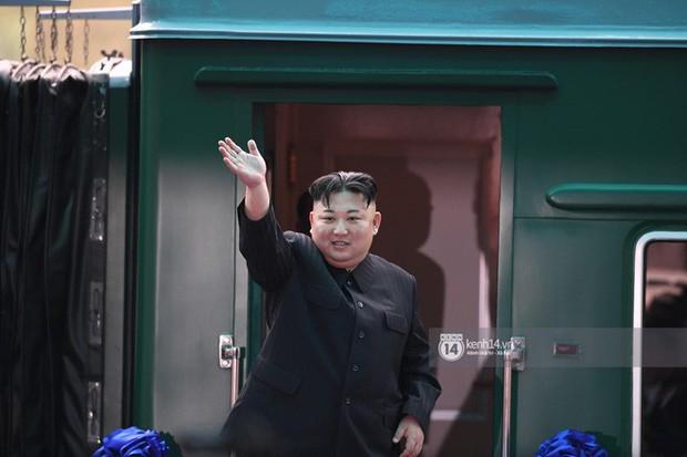 Ông Kim Jong-un vẫy tay tạm biệt và cảm ơn Việt Nam, lên tàu bọc thép trở về Triều Tiên - Ảnh 29.