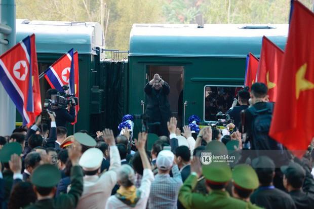 Ông Kim Jong-un vẫy tay tạm biệt và cảm ơn Việt Nam, lên tàu bọc thép trở về Triều Tiên - Ảnh 30.