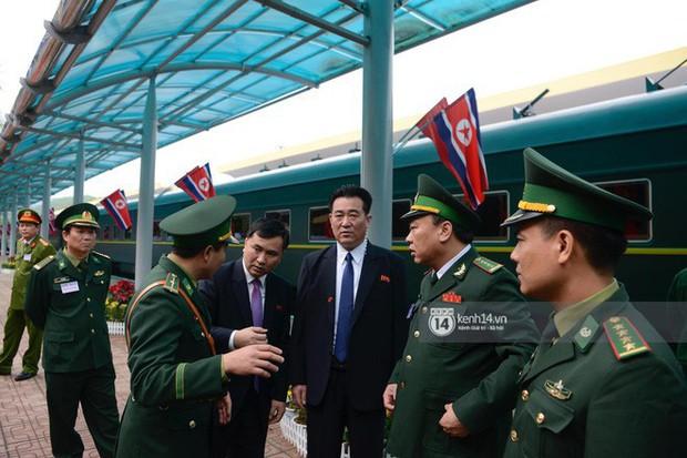 Ông Kim Jong-un vẫy tay tạm biệt và cảm ơn Việt Nam, lên tàu bọc thép trở về Triều Tiên - Ảnh 8.