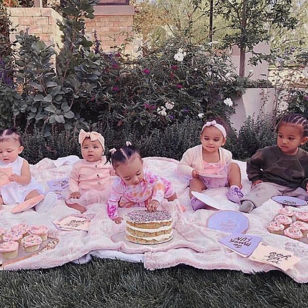Kim tung bức ảnh đàn con sang chảnh gây bão: Thế hệ mới tiếp nối dàn chị em bá đạo nhà Kardashian, Jenner đây rồi! - Ảnh 2.