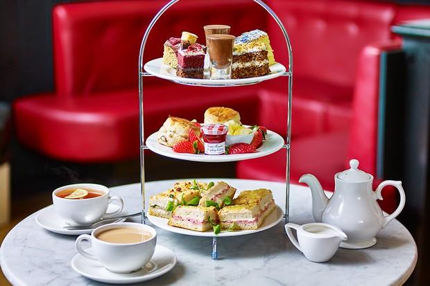 Không chỉ beefsteak, cả trà chiều kiểu Anh cũng có biết bao nhiêu thuật ngữ mà hội mê uống trà cần phải biết - Ảnh 1.