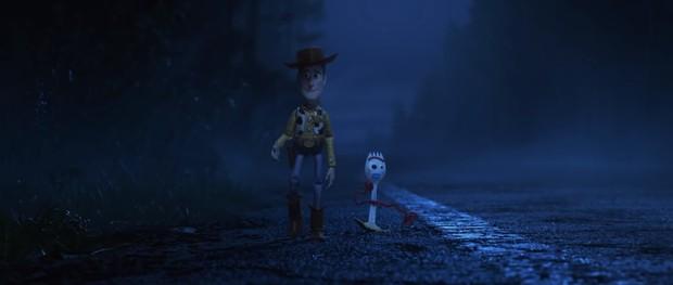 Cả rổ đồ chơi quen thuộc trở lại đối đầu búp bê quỷ ám trong trailer Toy Story 4 - Ảnh 2.