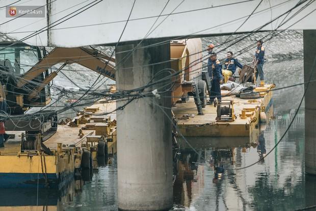 Đường đi bộ ven sông Tô Lịch: Xe máy phi ầm ầm dù có biển cấm, xe đạp vượt 3 hàng rào sắt trong ức chế - Ảnh 11.