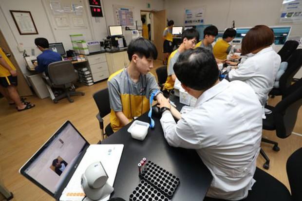 Hàn Quốc: Điều tra nhóm thanh niên giả điếc, trốn nghĩa vụ quân sự - Ảnh 1.