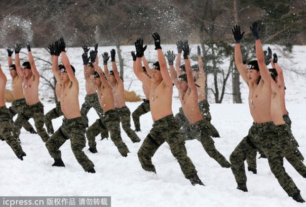 Hàn Quốc: Điều tra nhóm thanh niên giả điếc, trốn nghĩa vụ quân sự - Ảnh 2.