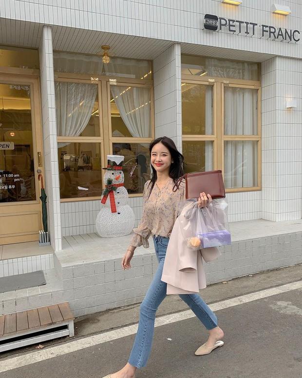 Street style Châu Á: Có 15 set đồ thì quá nửa là cách kết hợp cực dễ mà bạn có thể áp dụng ngay - Ảnh 4.